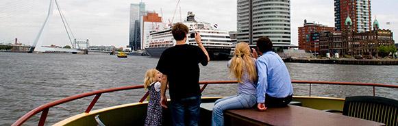 De Pannenkoekenboot Rotterdam vaart onder meer langs Hotel New York