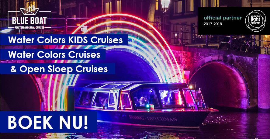 Bewonder het prachtig verlichte Amsterdam vanaf het water!
